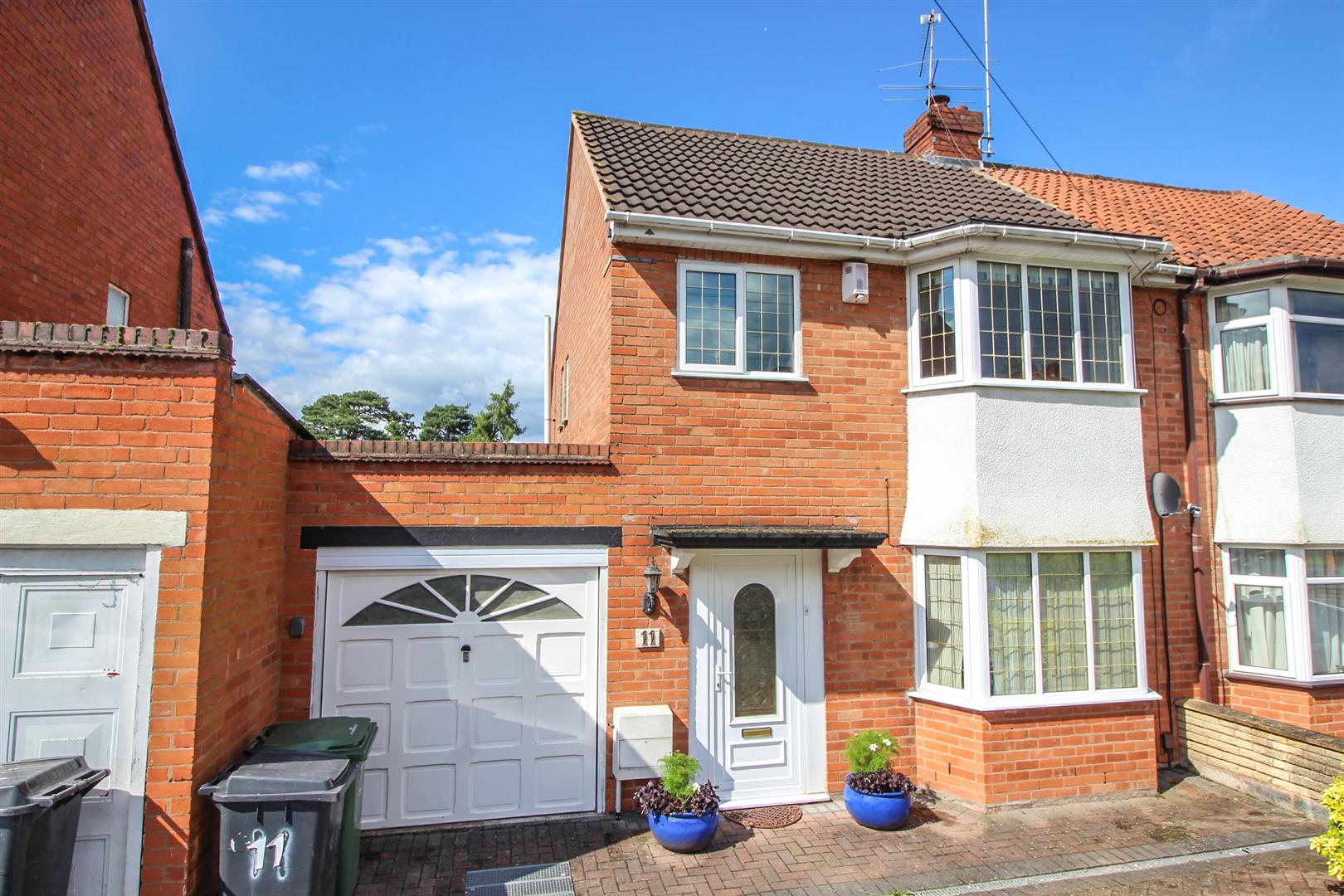 3 Bedrooms Semi Detached House for sale in Forge Mill Road, Redditch